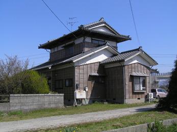 長く家を守ってくれそうな丈夫な屋根にしていただきました。
